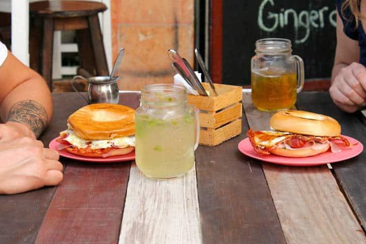 Comer rico y barato en Playa del Carmen Madrez Café 4