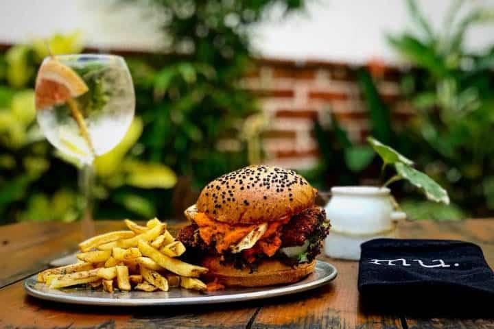 Comer rico y barato en Playa del Carmen Mu Burgerhouse 1