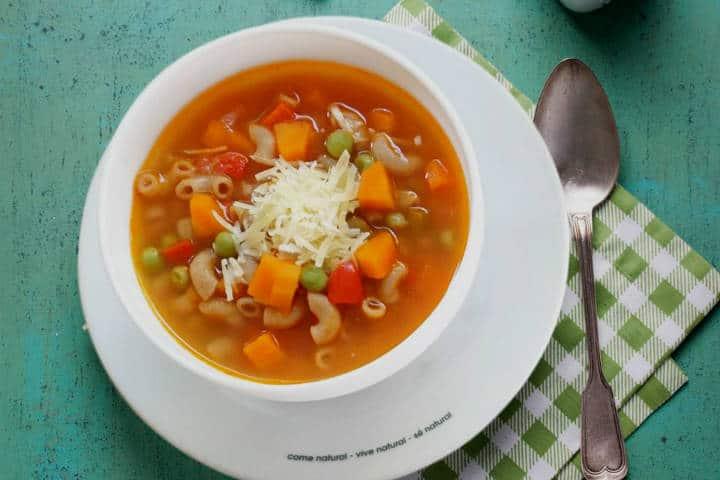 Comer rico y barato en Playa del Carmen Sopa minestrone Foto 100 natural