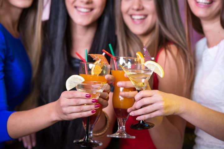 bebidas alcholicas en un crucero