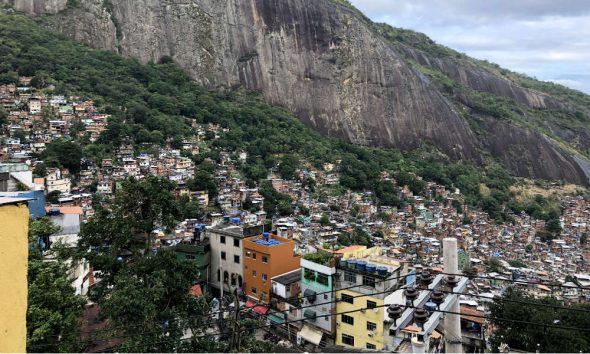 Favela-en-Rio-de-Janeiro-Brasil-Foto-Viridiana-Valencia