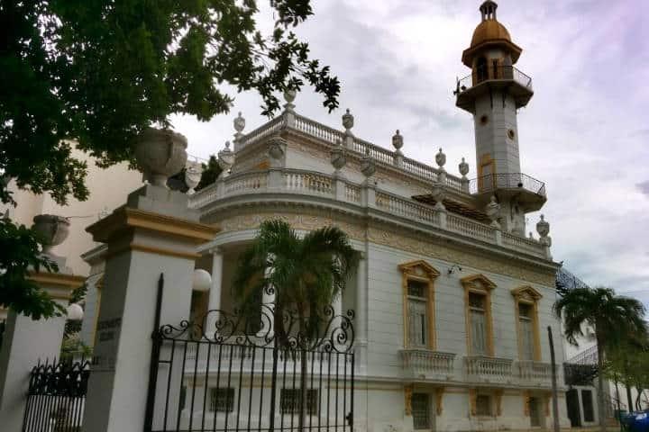 Construcciones lujosas Paseo Montejo Foto El Souvenir 2