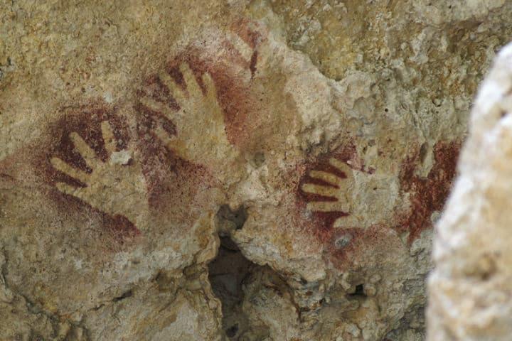 Pinturas rupestres en la Sima de las Cotorras. Foto. México Destinos. 1