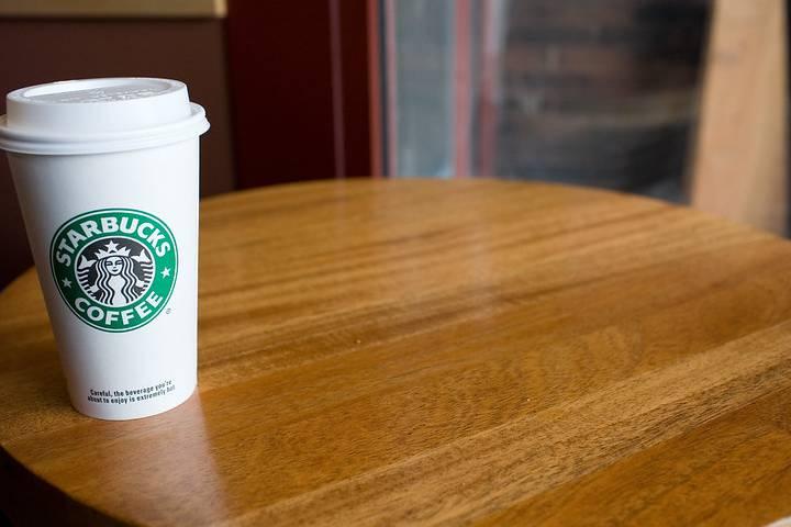 Starbucks hecho por contenedores reciclados