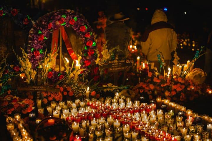 ofrenda xochimilco dia de muertos