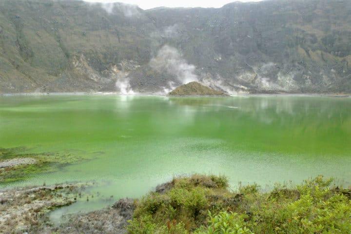 lago crater volcan