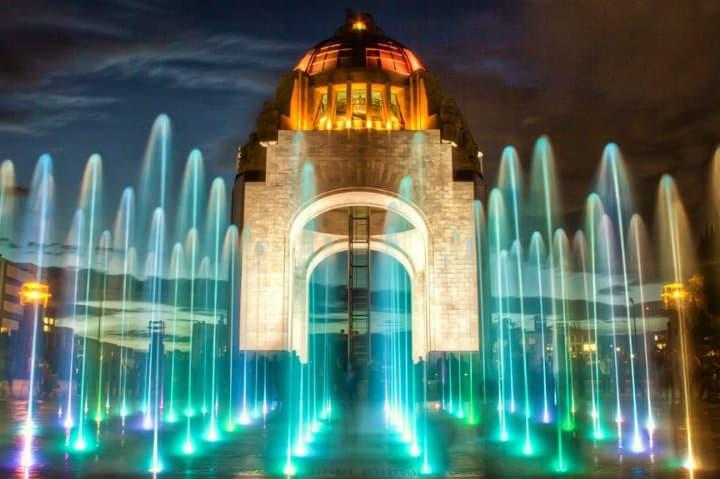 monumento a la revolucion de noche