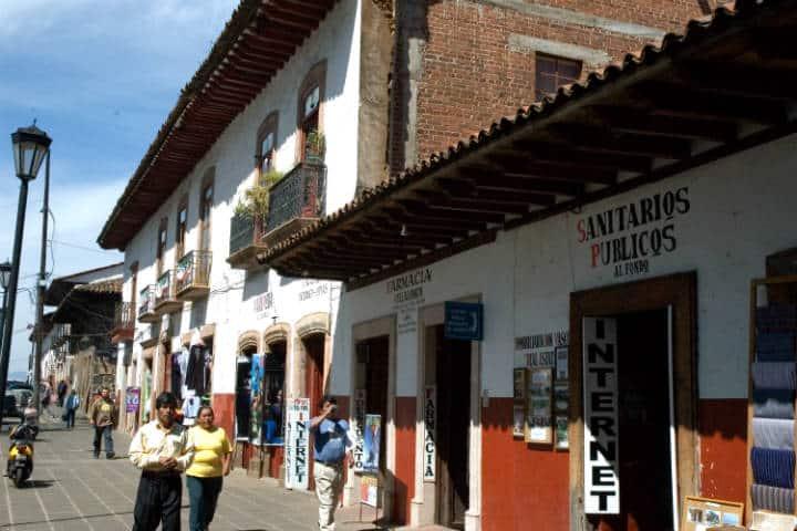Cómo llegar a Pátzcuaro Foto Paul Asman and Jill Lenoble