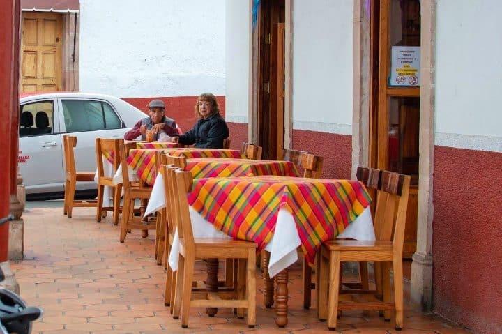 Con-la-familia-Donde-comer-en-Santa-Clara-del-Cobre-Foto-Rafael-Guizar-4