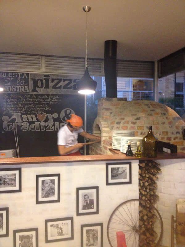 Restaurante de pizza en Bogotá Colombia. La Troppola. Foto: Maria Juliana Arb Blanco