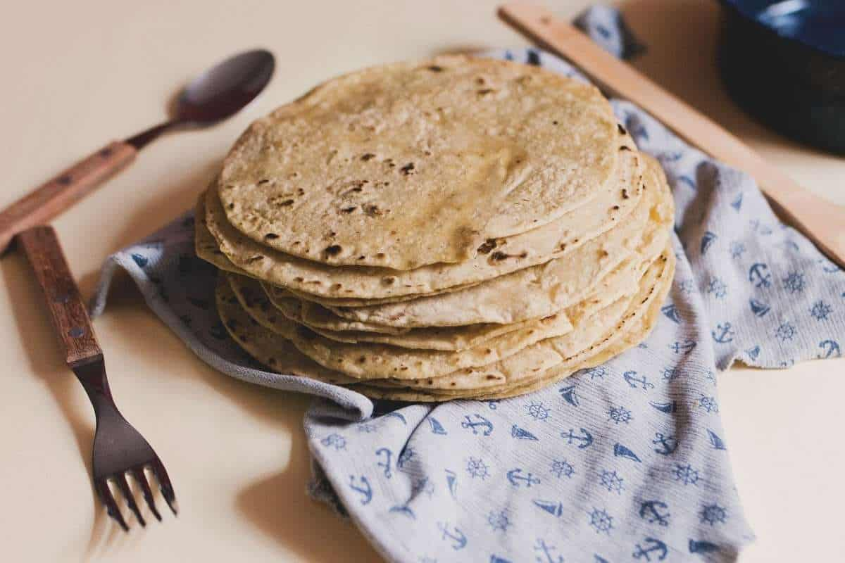 Tortillas a mano. Foto: La Opinion