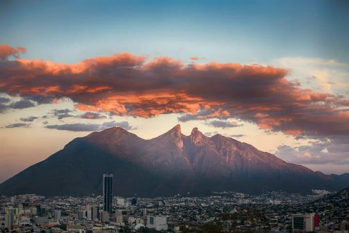 El-cerro-de-la-silla-de-fondo- Monterrey-Foto-Scoopnest-15