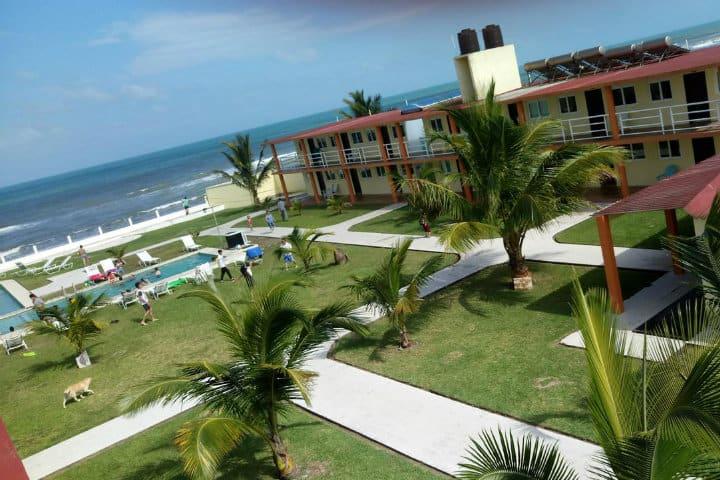 hotel la roca costa esmeralda