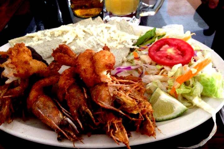 Las-delicias-de-los-platillos-típicos- Dónde-comer-en-Real-de-Asientos-Foto-Restaurante-Tajín-3