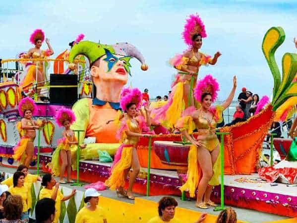 Carnaval colorido. Foto: Dondeir.com