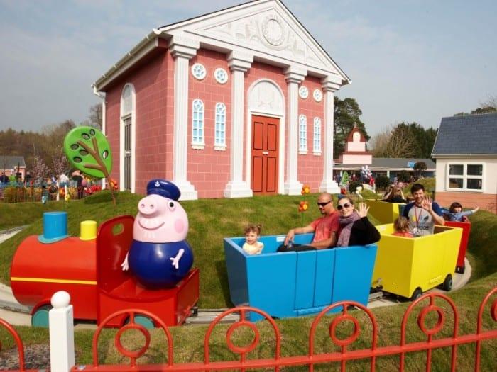 tren abuelo de Peppa byPaultons Family Theme Park