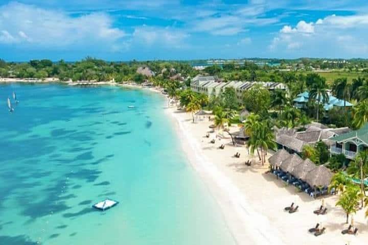 Playa James Bond. Foto buena vibra