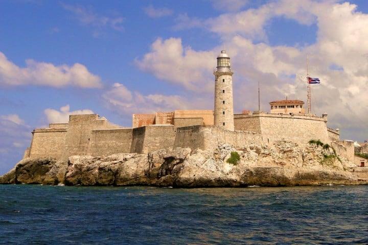 El Morro es el único castillo que se levanta en medio de El Caribe Foto: Isla Local