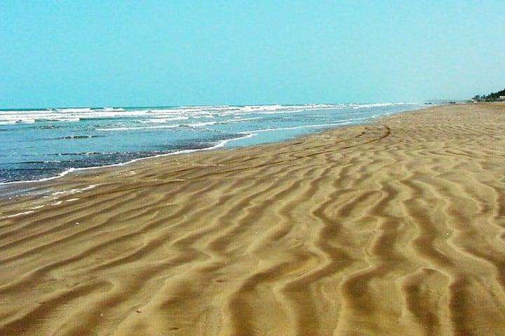 Playa Novillero te ofrece una experiencia unica. Foto Raúl Pérez