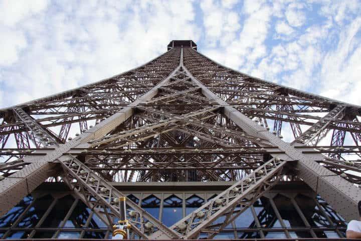 Rooftopping en Torre Eiffel Foto Radoslaw Orecki