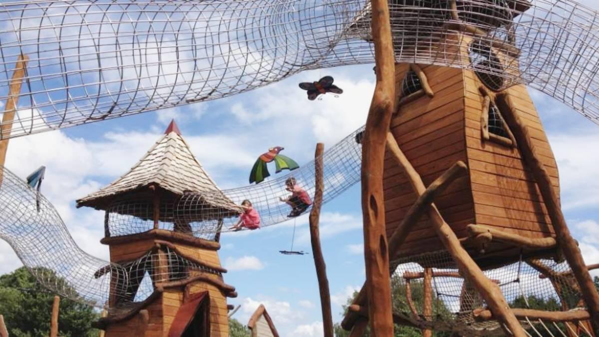 Hobbledown Foto. Let's Go with the Children(1)