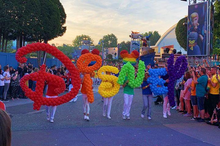 Desfile Orgullo Gay en Disney París. Foto Meaws.