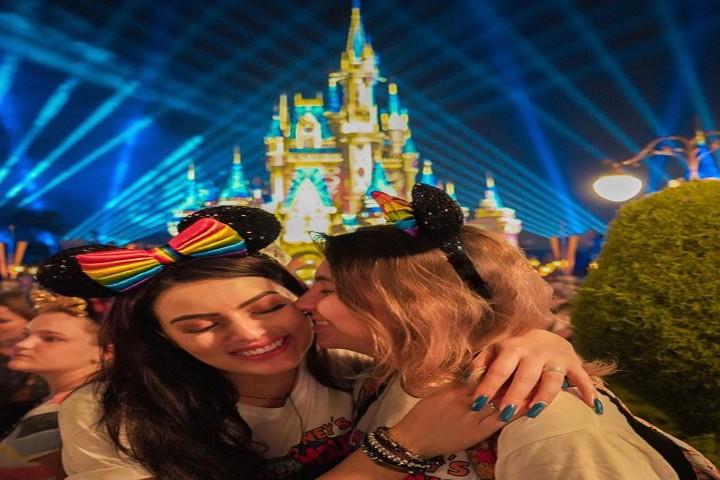 Desfile Orgullo Gay en Disney París. Foto Pinterest
