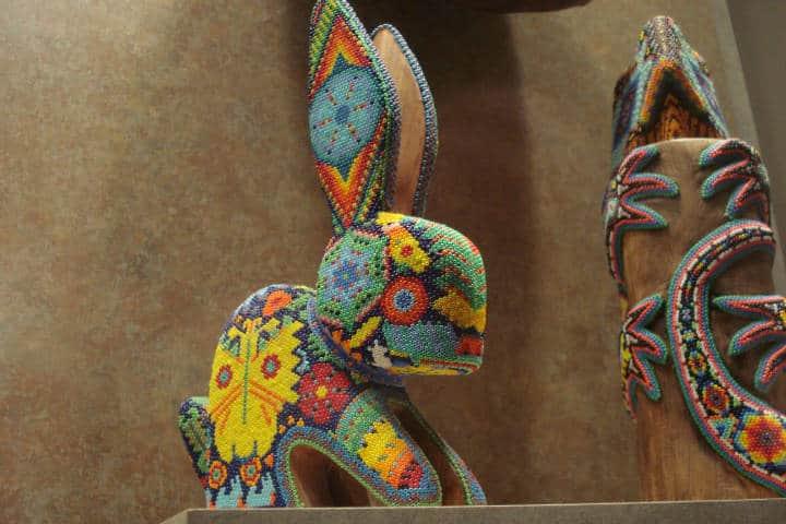 Exposicion arte huichol en París. Imagen pajo3000