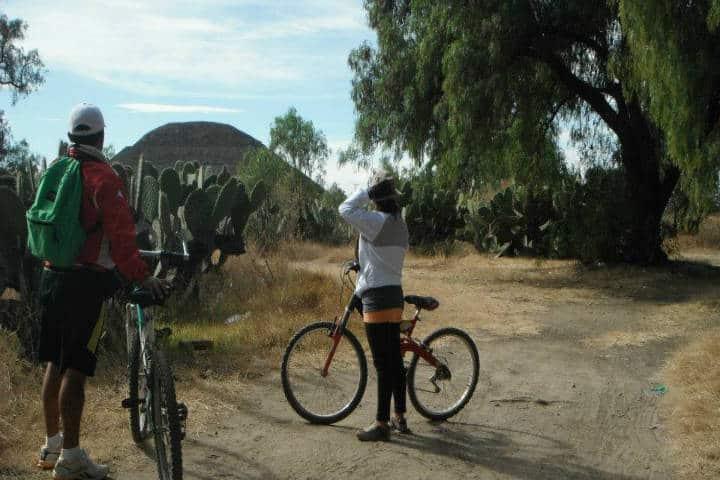 Mejores rutas para cicloturismo en México. Foto: Teotihuacan en Bicicleta