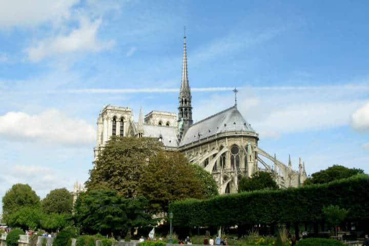 Reconstrucción de Notre Dame Francia Foto Rejik
