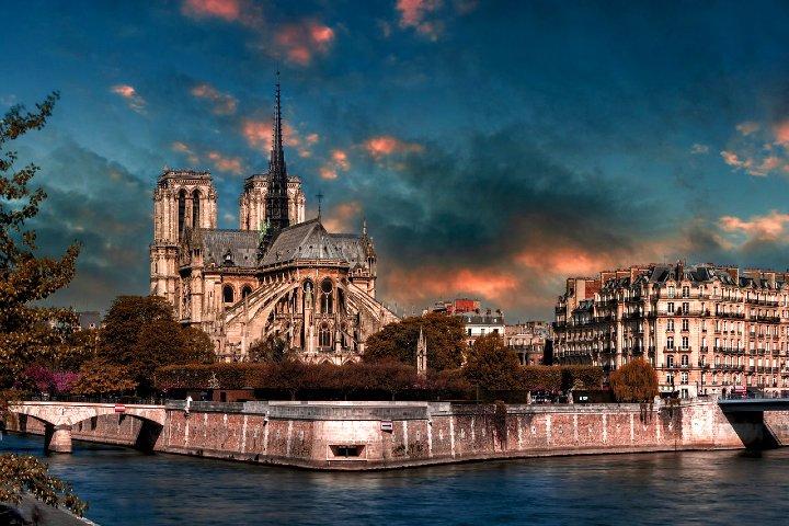 Reconstrucción de Notre Dame. Foto Edmondlafoto