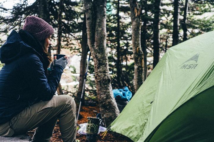 Recuerda llevar todo el equipo necesario para acampar. Foto Pixabay.