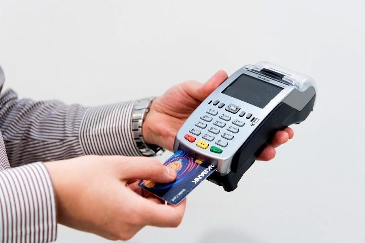 Ten mucho cuidado con tus tarjetas de crédito. Foto Ahmad Ardity.