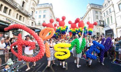 portada Desfile del Orgullo Gay en Disney Foto Oveja Rosa