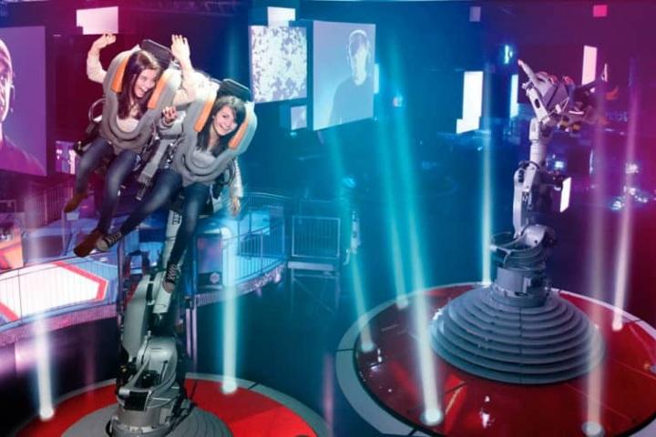 Bailando con los robots en el parque Futuroscope. Foto_ PA-Community