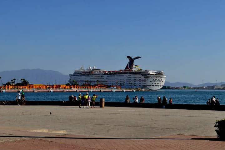 Crucero de heavy metal Foto Puerto de Ensenada