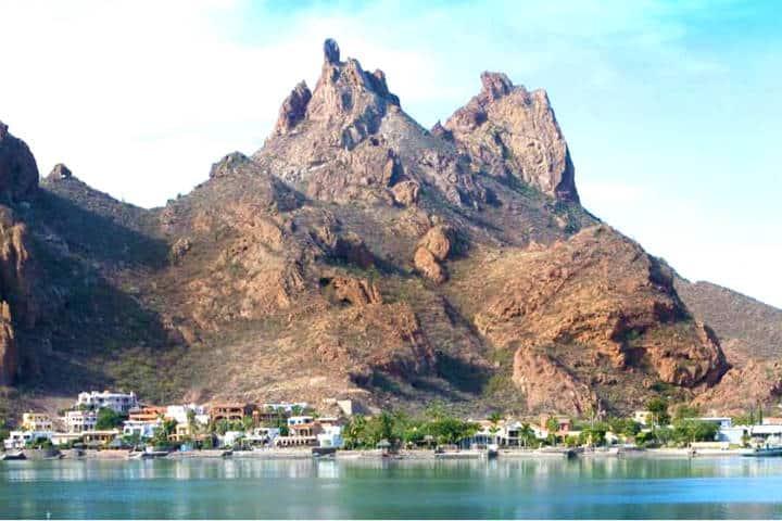 Guaymas el desierto, el mar y la montaña en un solo paisaje. Foto de Heraldo San Luis
