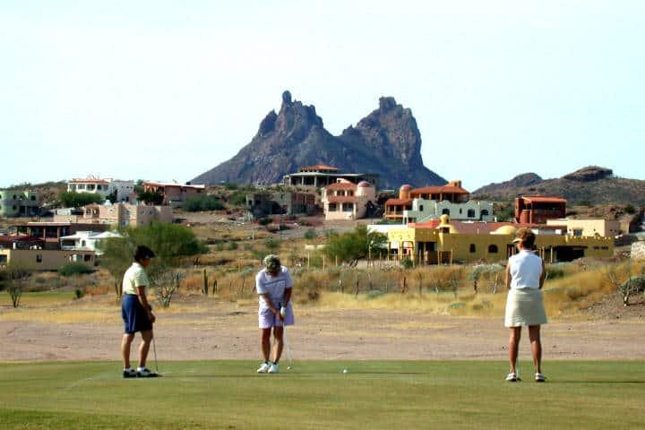 Guaymas el desierto, el mar y la montaña en un solo paisaje. Foto de Country Club resort.