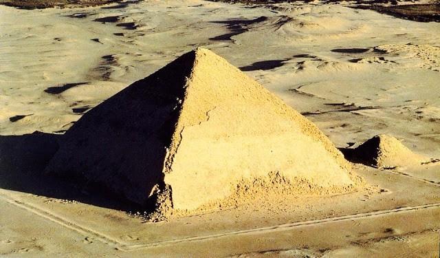 Pirámides antiguas en Egipto. Pirámide Acodada. Foto: Historia de las civilizaciones