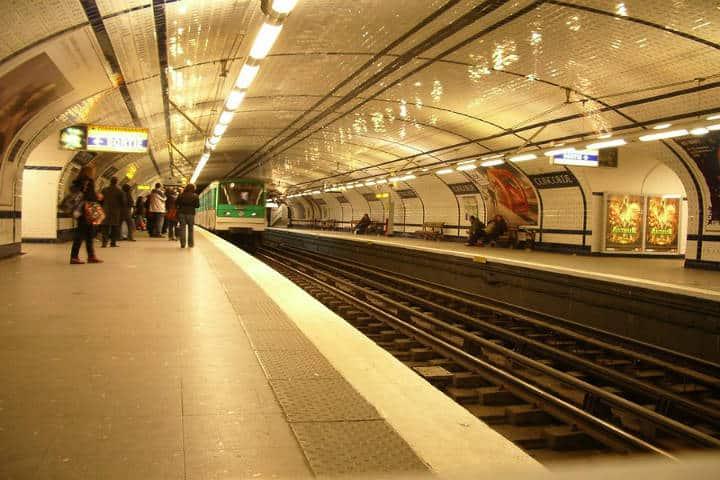 Metro de Paris. Foto shivapat