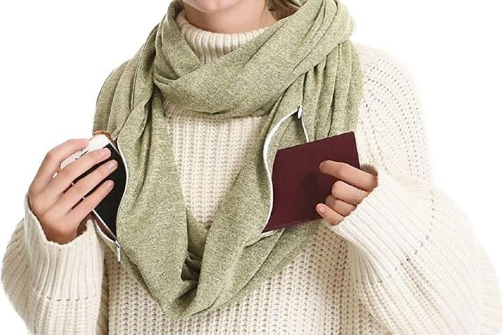 Secret pocket infinity scarf. Foto_ Amazon