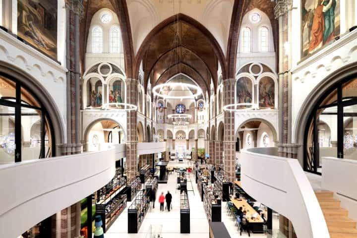 La iglesia que se convirtió en biblioteca Foto Plataforma arquitectura