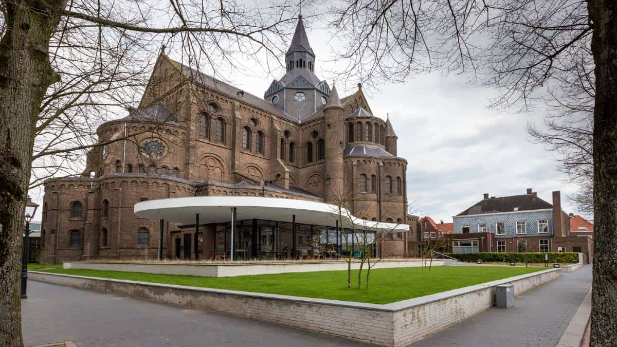 La-iglesia-que-se-convirtió-en-biblioteca-en-Holanda-Foto-BD-1