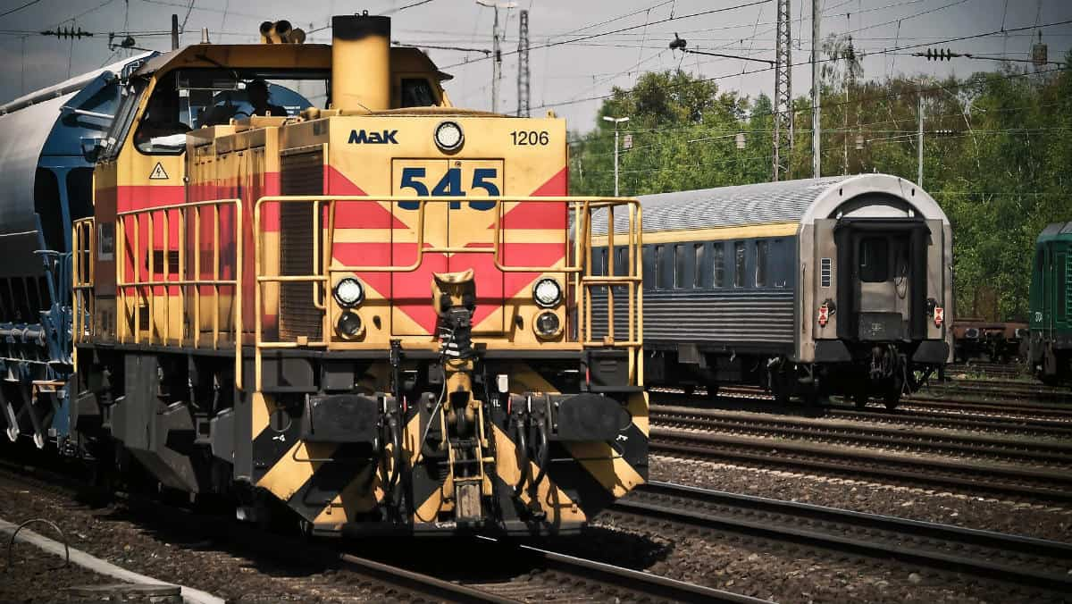 locomotive-1399080_1920
