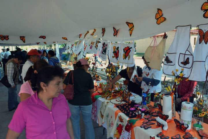 Feria de artesanías. Foto Festival de la mariposa monarca.