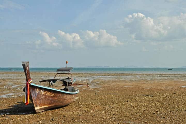 Playas escondidas en una península rodeada de selva Foto Harshil Shah