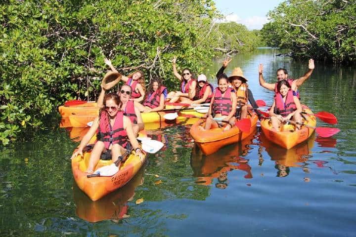 Kayak en la Antigua. Foto por Cashbit 6.