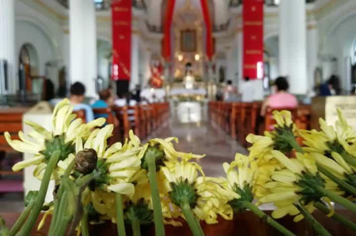 Flores en Iglesia Foto El Souvenir