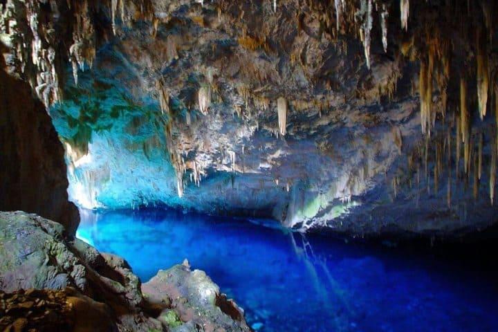 Visitar-las-grutas-es-una-experiencia-Lugares-para-realizar-Turismo-Subterráneo.-Foto-Tips-para-tu-Viaje-4