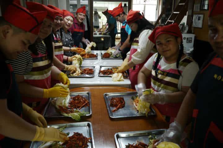 Kimchi cocinar con familia coreana 10